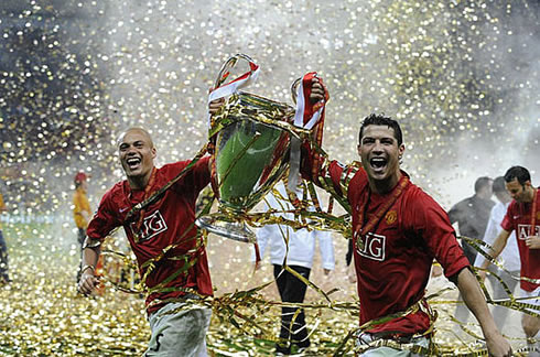 cristiano-ronaldo-439-and-wes-brown-running-with-the-uefa-champions-league-title-manchester-united-2008