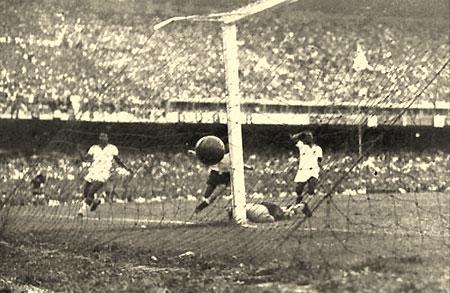 Moacir Barbosa (goleiro da selecao de 1950) 1