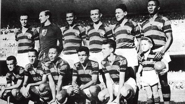 Time-do-Flamengo-campeao-carioca-em-1955-em-pe-Pavao-Chamorro-Servilio-Tomires-Dequinha-e-Jordan-agachados-Joel-Duca-Indio-Dida-e-Zagallo-size-598