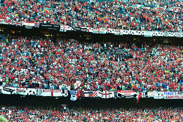 A massa inglesa no Camp Nou.