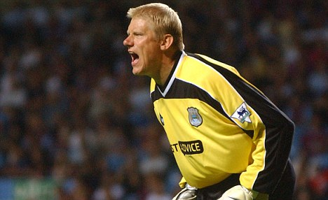 PIC ALAN WALTER    280802 PETER SCHMEICHEL MANCHESTER CITY