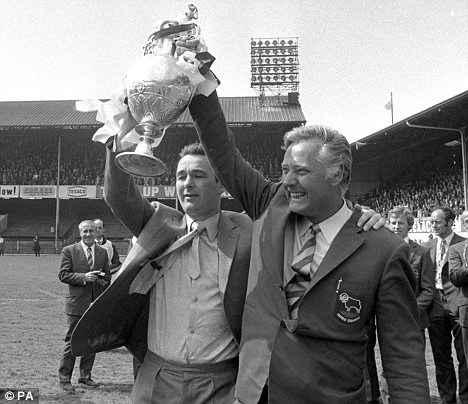 Brian Clough (à esq.) ao lado do eterno parceiro Peter Taylor: façanhas no Derby County.