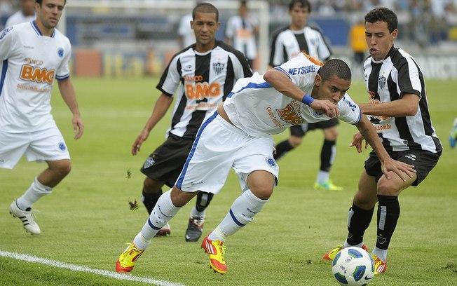 Contra o Cruzeiro, em 2011: derrota por 6 a 1 encerrou um ano para esquecer.